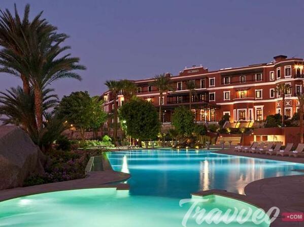 فندق بيراميزا ايزيس