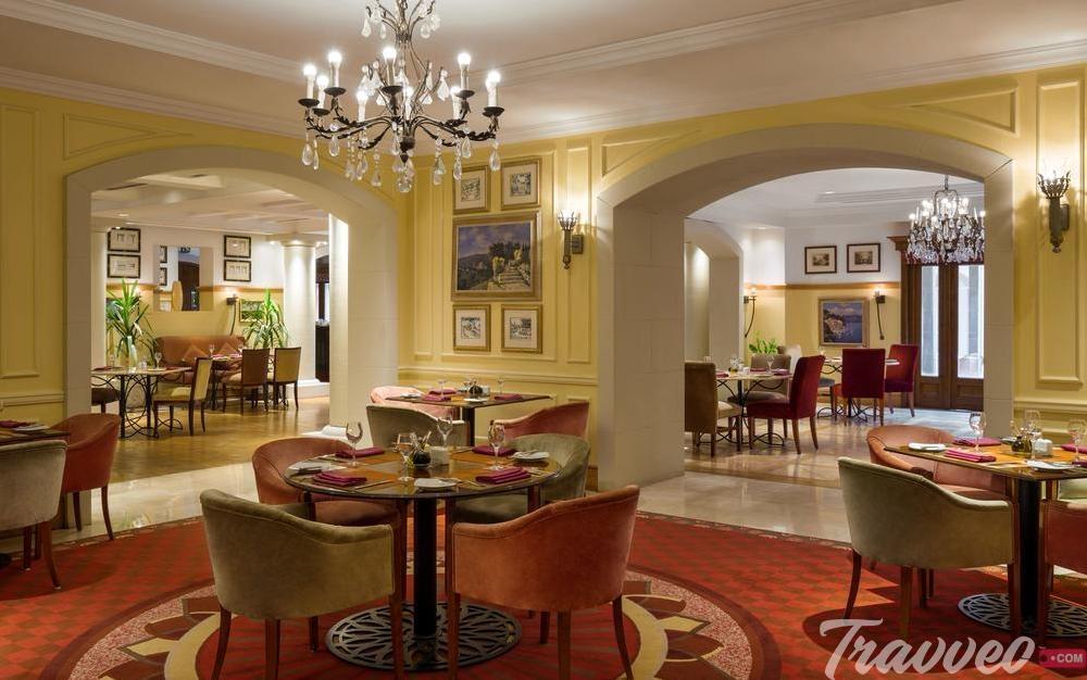 مطاعم فندق راديسون بلو - ترافيو نت