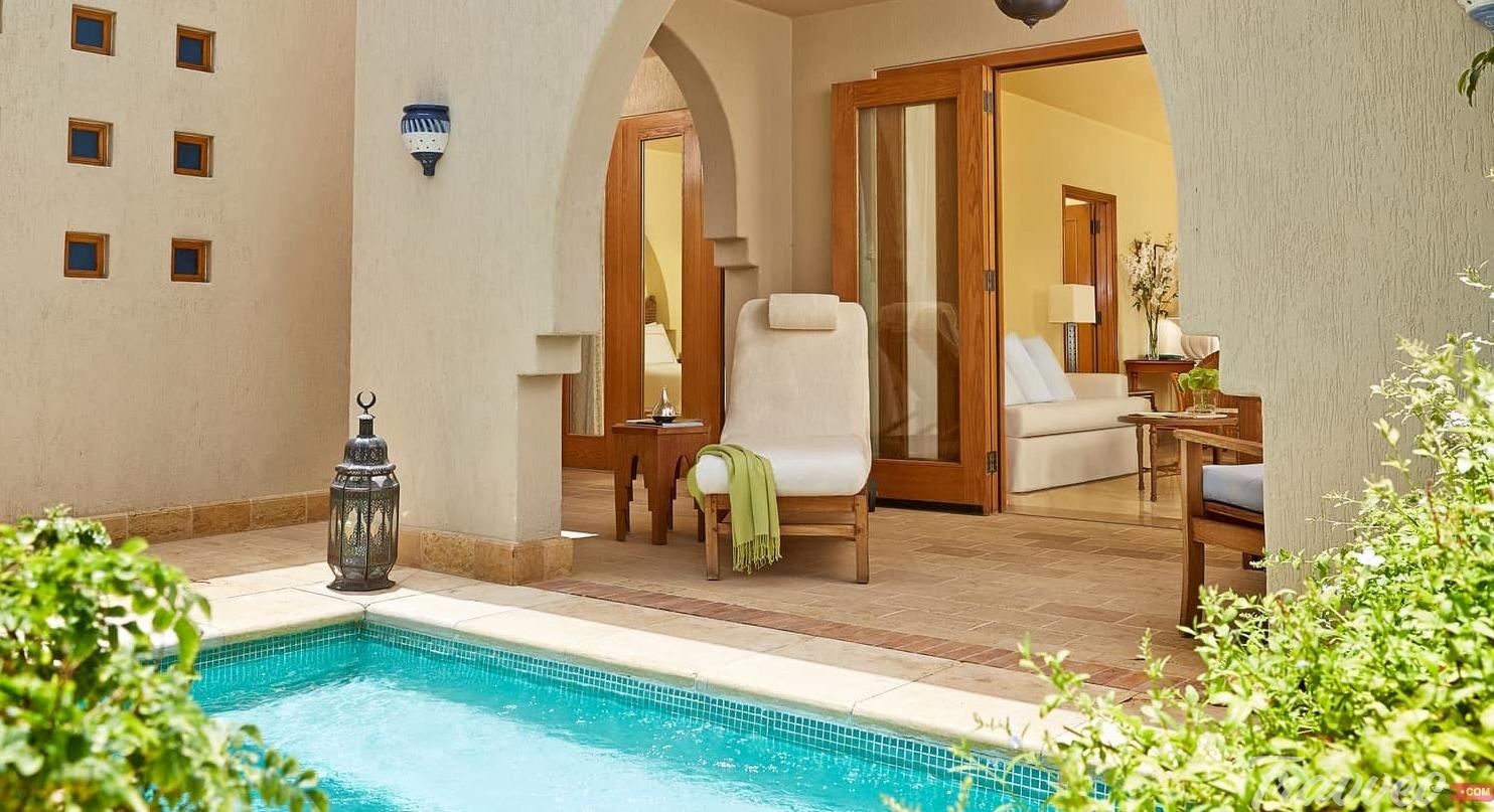 مسبح الفندق