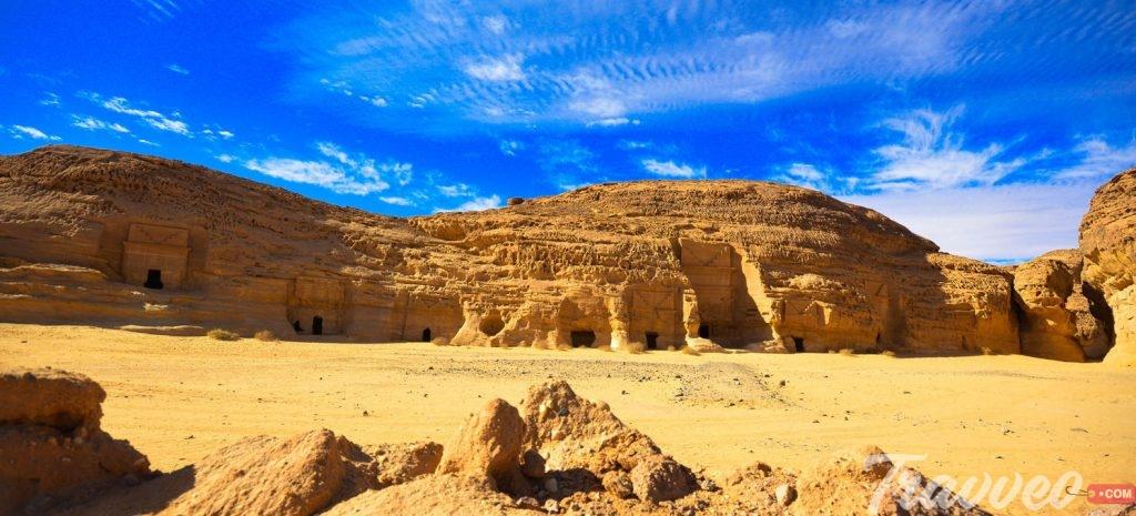 المعابد والنصب الحجرية بالعلا