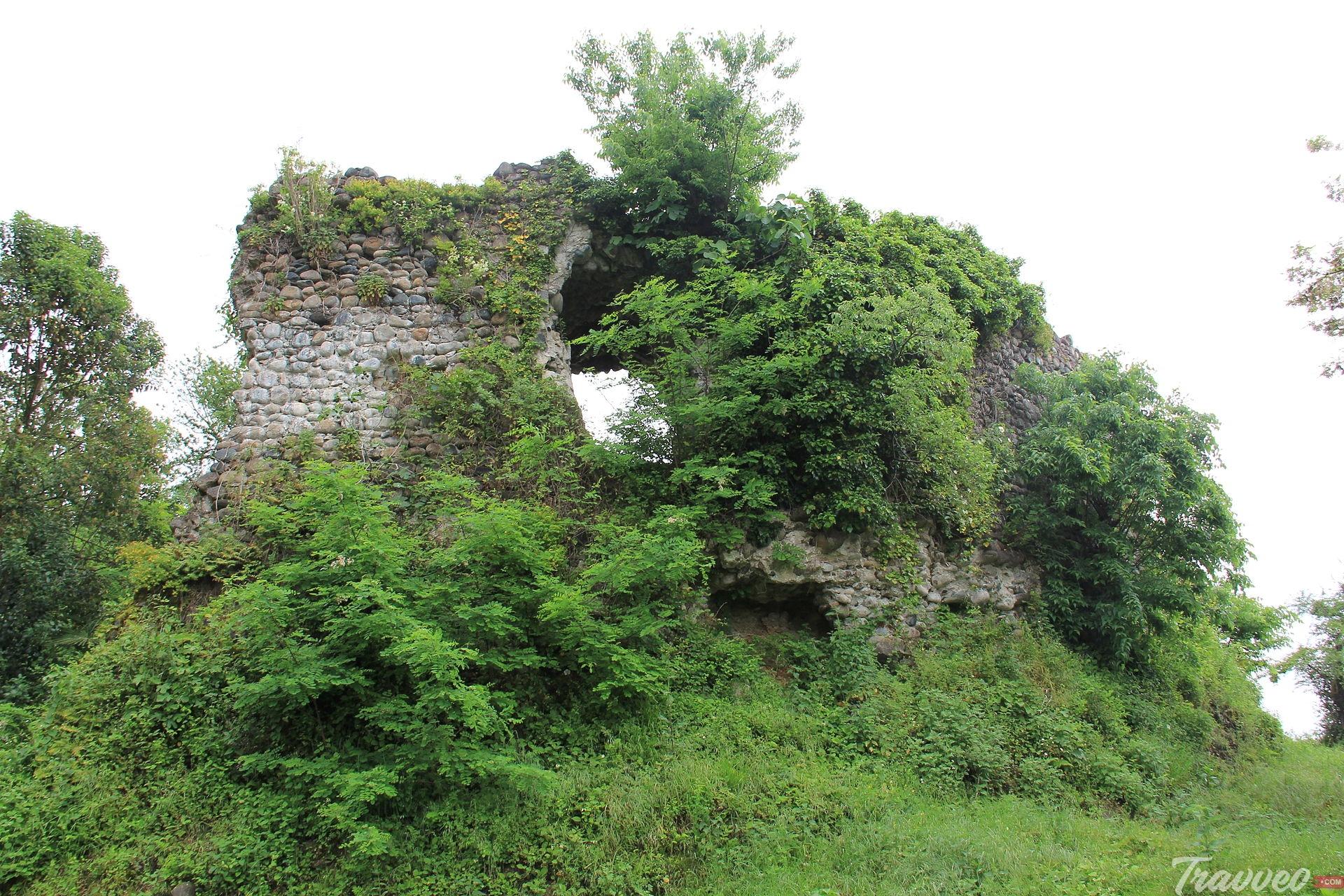 قلعة باغرات