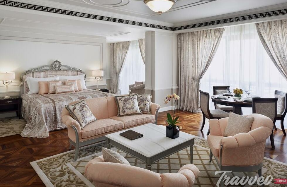 حجز فندق بلازو فيرساتشى من خلال شركة Travveo Com
