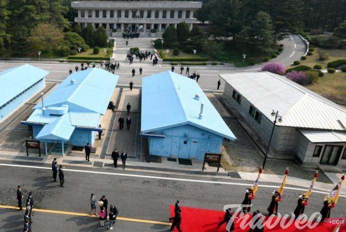 السياحة فى كوريا الشمالية فى قرية بانمونجوم