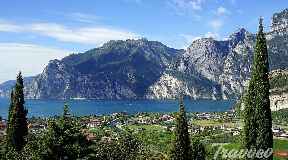جولة سياحية مميزة لبحيرة غاردا الايطالية